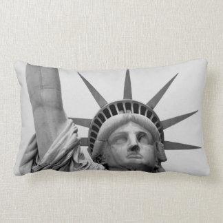 Almofada Lombar Estátua da liberdade preto e branco
