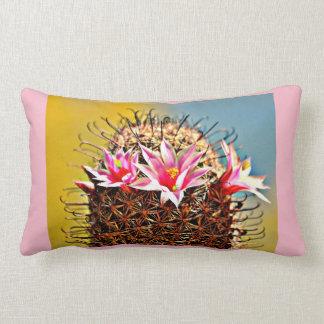 Almofada Lombar Flores cor-de-rosa no travesseiro decorativo do