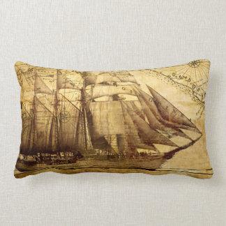 Almofada Lombar navio do vintage no pergaminho