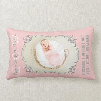 Almofada Lombar O monograma recém-nascido da foto do bebê cora