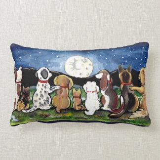 Almofada Lombar Os cães da lua no desenhista da noite descansam a