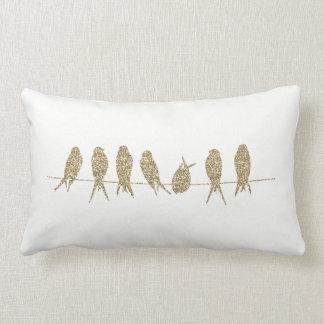 Almofada Lombar Pássaros do ouro em um coxim lombar do travesseiro