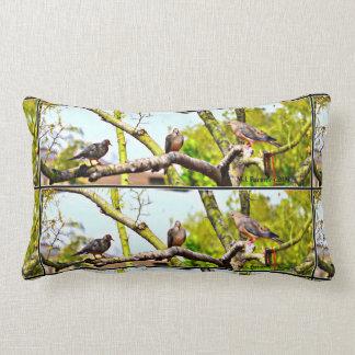 Almofada Lombar Pombas em um travesseiro decorativo do acento do