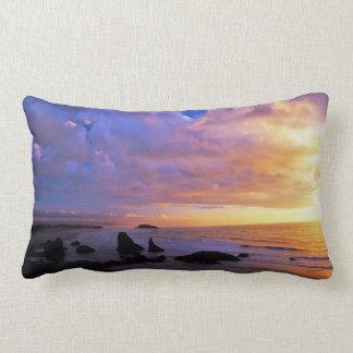 Almofada Lombar Por do sol litoral no travesseiro da madeira
