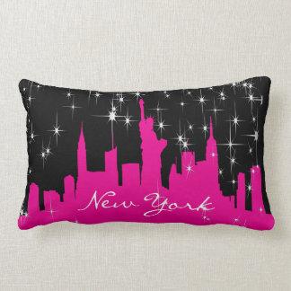 Almofada Lombar Skyline estrelado de New York do rosa quente e do