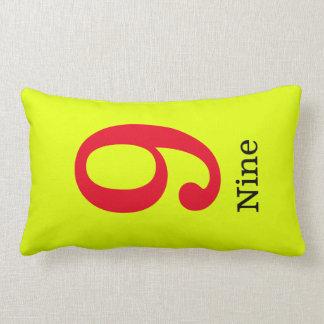 Almofada Lombar travesseiro amarelo com o número nove