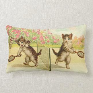 Almofada Lombar Vintage - tênis que joga gatos