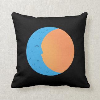 Almofada Lua & travesseiro decorativo de Sun PopArtCulture