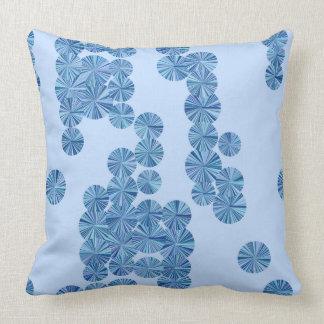 Almofada Luz - travesseiro azul das flores do círculo