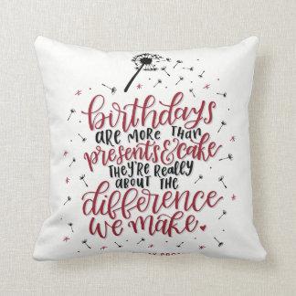 Almofada Mais do que presentes & travesseiro do bolo