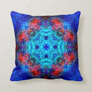 Almofada Mandala vermelha e azul vibrante