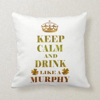 Almofada Mantenha a calma e beba-a como um Murphy