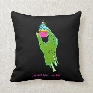 Almofada Mão Colorida 2 do zombi - você é o que você come