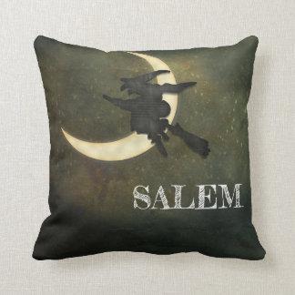 Almofada Massa de Salem. Vôo da bruxa no travesseiro
