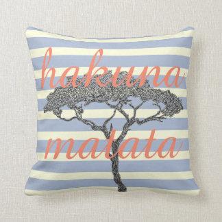 Almofada Matata de Hakuna! Relaxe a decoração da casa do