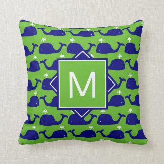 Almofada Monograma baleias azuis & verdes de |