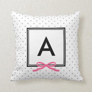 Almofada Monograma cor-de-rosa chique do teste padrão de