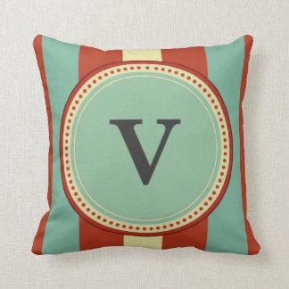 """Almofada Monograma de """"V"""""""