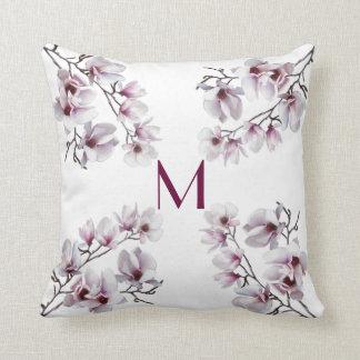 Almofada Monograma floral do primavera cor-de-rosa chique