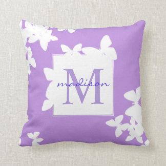 Almofada Monograma Pastel do Lilac das borboletas