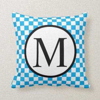 Almofada Monograma simples com tabuleiro de damas azul