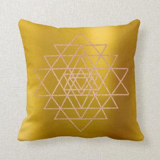 Almofada Mostarda dos triângulos do ouro do rosa do rosa do