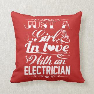 Almofada No amor com eletricista