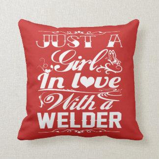 Almofada No amor com um soldador