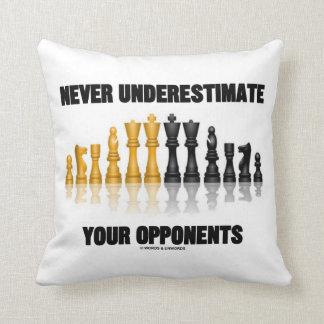 Almofada Nunca subestime sua atitude da xadrez dos