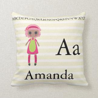 Almofada O alfabeto bonito da boneca de pano rotula a