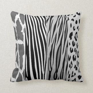 Almofada O animal preto e branco imprimiu o travesseiro da