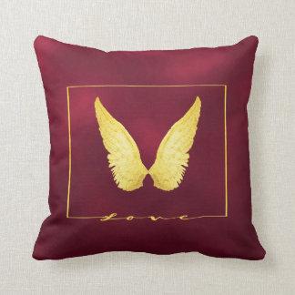 Almofada O anjo do ouro do falso voa no fundo chique de