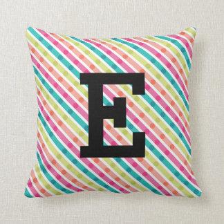 Almofada O arco-íris listra o travesseiro decorativo do