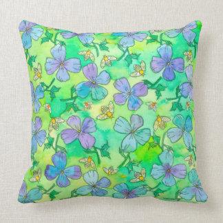 Almofada O azul da pervinca floresce abelhas