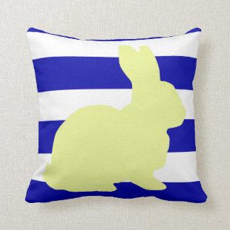 Almofada O coelho/coelho listra o travesseiro decorativo
