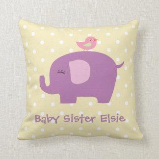 Almofada O elefante bonito e o pássaro do bebê