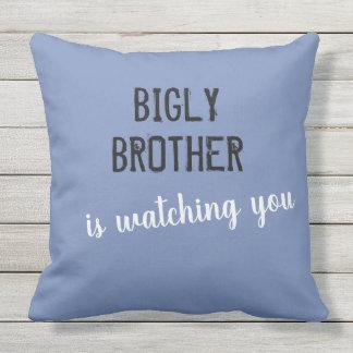 Almofada O irmão de Bigly está olhando-o