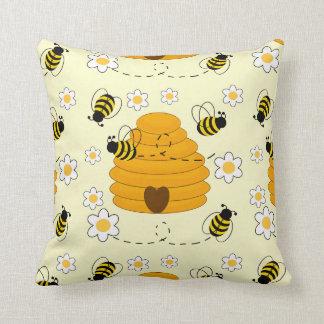 Almofada O mel Bumble floral amarelo ensolarado da colmeia
