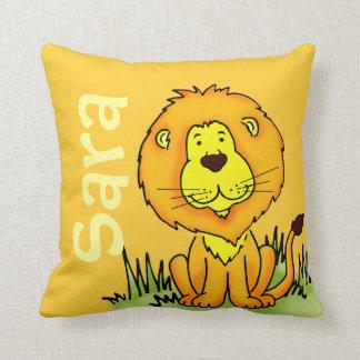 Almofada O nome do leão e o amarelo recém-nascido do