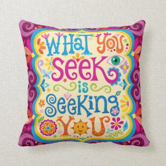 """Almofada """"O que você procura o está procurando"""" travesseiro"""