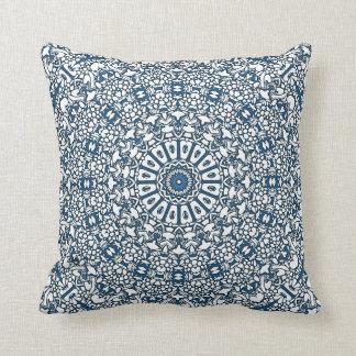 Almofada O travesseiro de Boho do caleidoscópio dos azuis