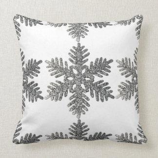Almofada O travesseiro de prata do Natal do floco de neve