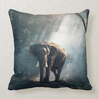Almofada O travesseiro decorativo do elefante asiático da