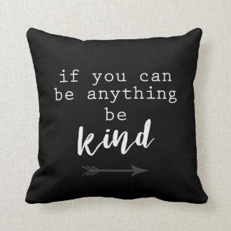 Almofada o travesseiro do acento das citações seja preto e