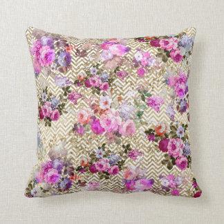 Almofada O vintage cora viga floral cor-de-rosa do branco
