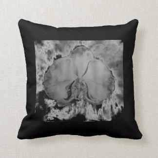 Almofada Orquídea do fogo - preto e branco