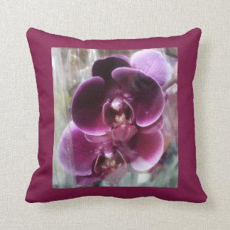 Almofada Orquídeas de traça roxas escuras