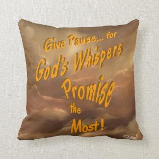 Almofada Os sussurros do deus trazem sempre a promessa