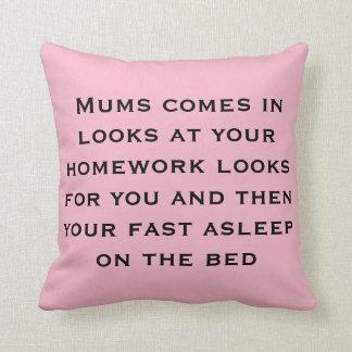 Almofada os trabalhos de casa sugam