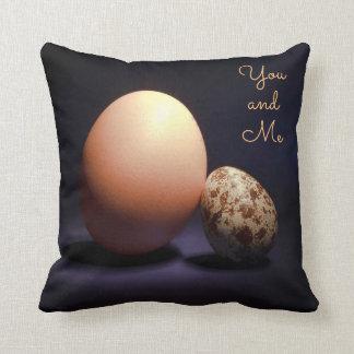 """Almofada Ovos da galinha e de codorniz no amor. Texto """"você"""